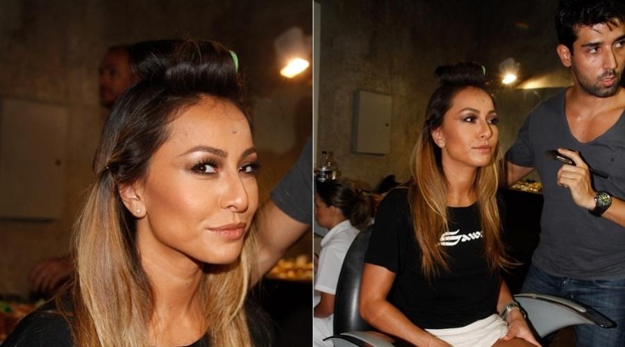 Sabrina Sato posa no bastidor do ensaio fotográfico para a campanha de uma marca de jeans em São Paulo (27/2/2012)