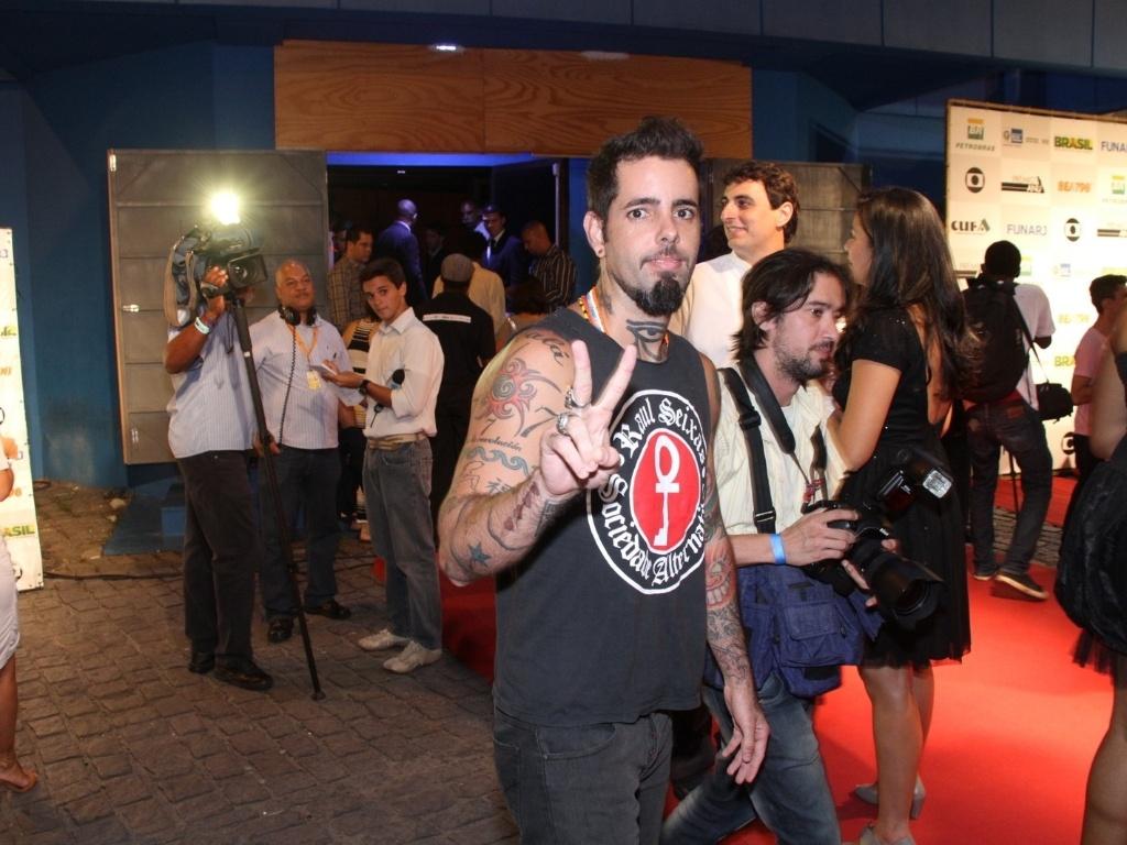 O vocalista do Detonautas, Tico Santa Cruz, durante premiação no Rio de Janeiro (28/2/12)