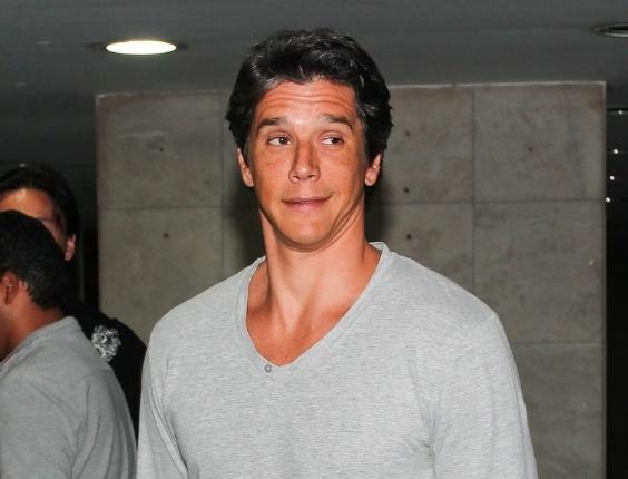 Bronzeado, o ator Marcio Garcia participou de festa em São Paulo (29/2/12)