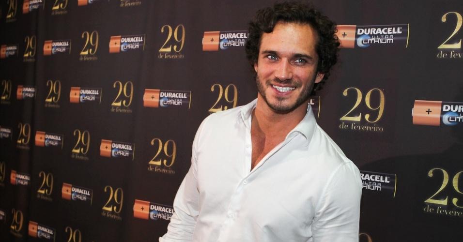 """O ator Paulo Rocha, o Guaracy de """"Fina Estampa"""", também participou da festa em São Paulo (29/2/12)"""