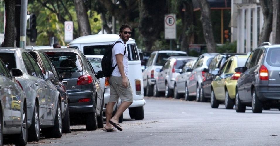 Gabriel Braga Nunes circula por rua do Leblon, zona sul do rio (7/3/2012)