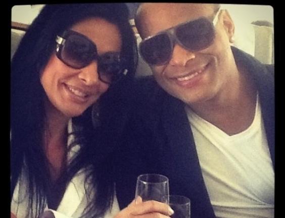 No Twitter, Scheila Carvalho posta foto de viagem para Miami com o marido (7/3/12)