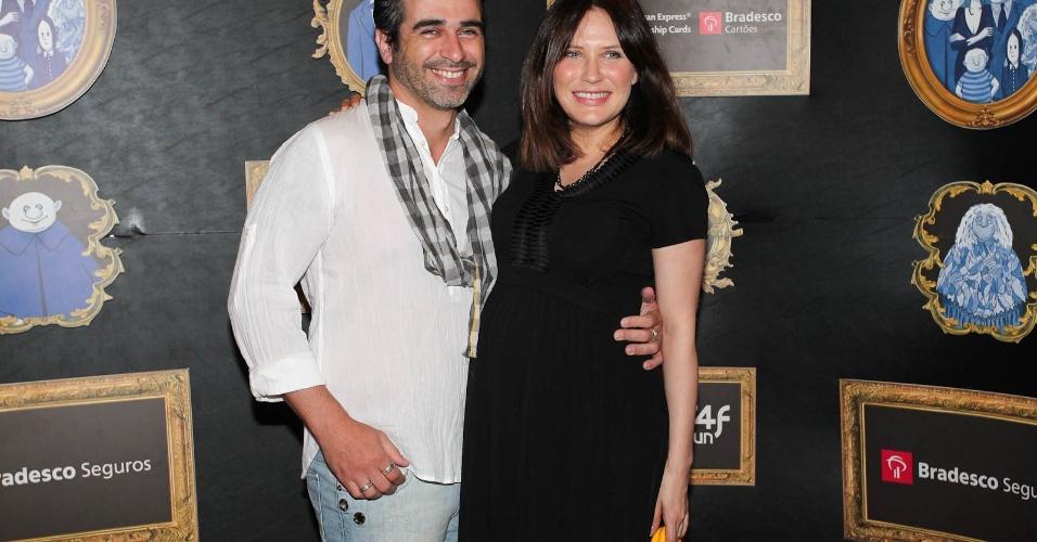 """A atriz Rachel Ripani e o marido, Giuliano Girondi prestigiam a estreia do musical """"A Família Addams"""" no Teatro Abril, localizado no bairro da Bela Vista, em São Paulo (7/3/2012)"""