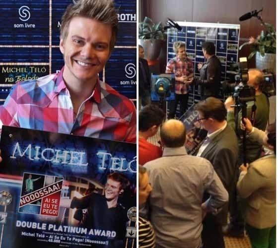 """Em turnê internacional, Michel Teló ganha disco de platina duplo na Holanda. """"Olá galera, coletiva de imprensa aqui na Holanda! Platina duplo aqui! Excelente neh?! Muito feliz. E mais tarde tem show!""""m escreveu o cantor em sua página no Facebook (8/3/12)"""