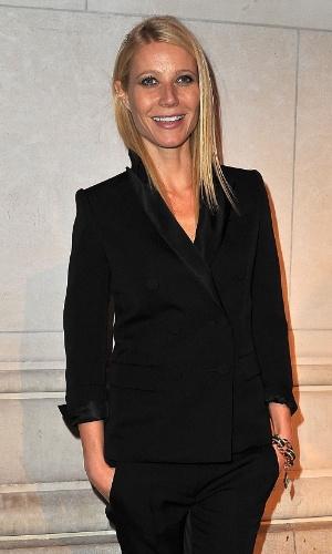 Gwyneth Paltrow chega na exposição sobre o trabalho de Marc Jacobs na Louis Vuitton, durante a Semana de Moda de Paris (7/3/12)