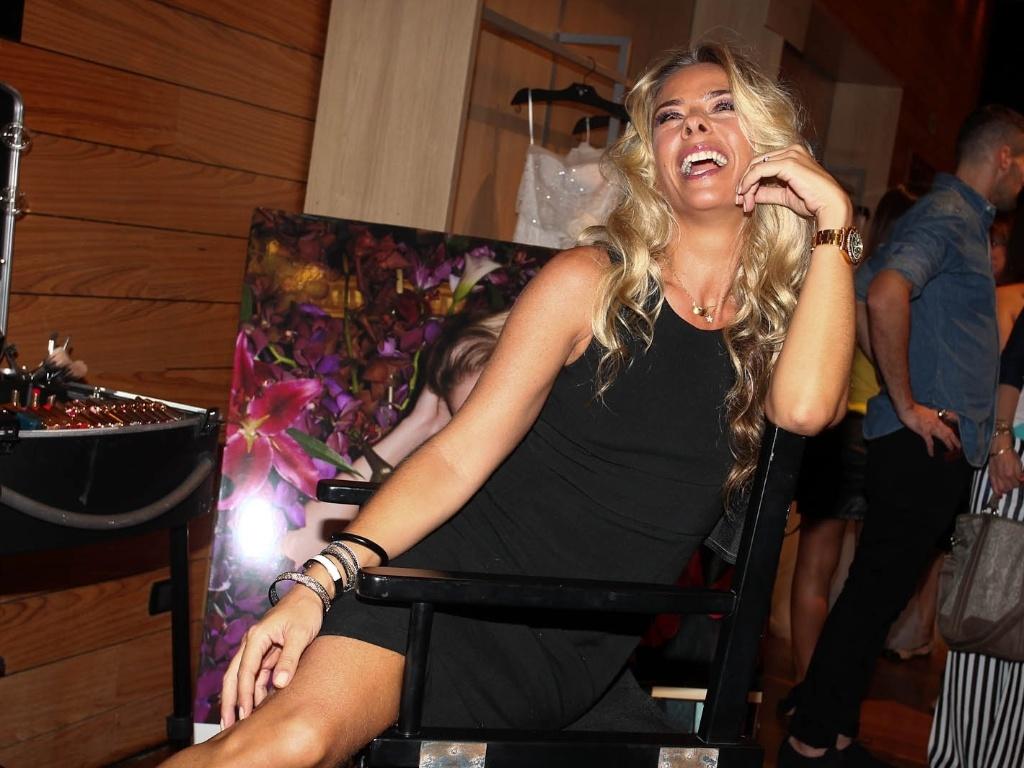 Adriane Galisteu faz pose no CasaModa Noivas, em São Paulo (9/3/2012)