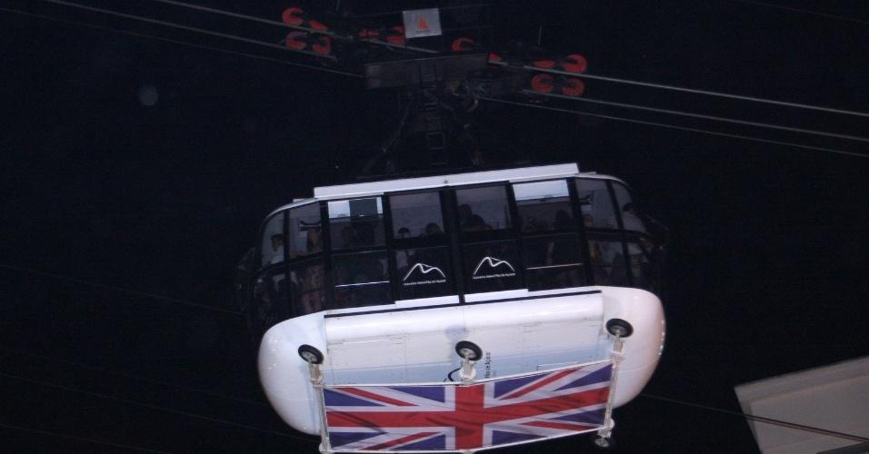Bondinho com a bandeira britânica para evento do príncipe Harry no Rio (9/3/12)