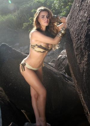 A modelo Rayanne Morais faz ensaio na Prainha, no Rio de Janeiro (9/3/12)