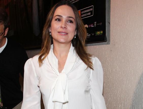 """Gabriela Duarte posa para foto antes do início de """"Cruel"""" (13/3/12)"""