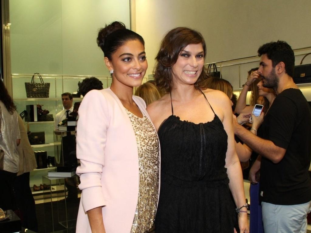 Juliana Paes e Maria Paula curtem inauguração de flagship de marca de sapatos (13/3/12)