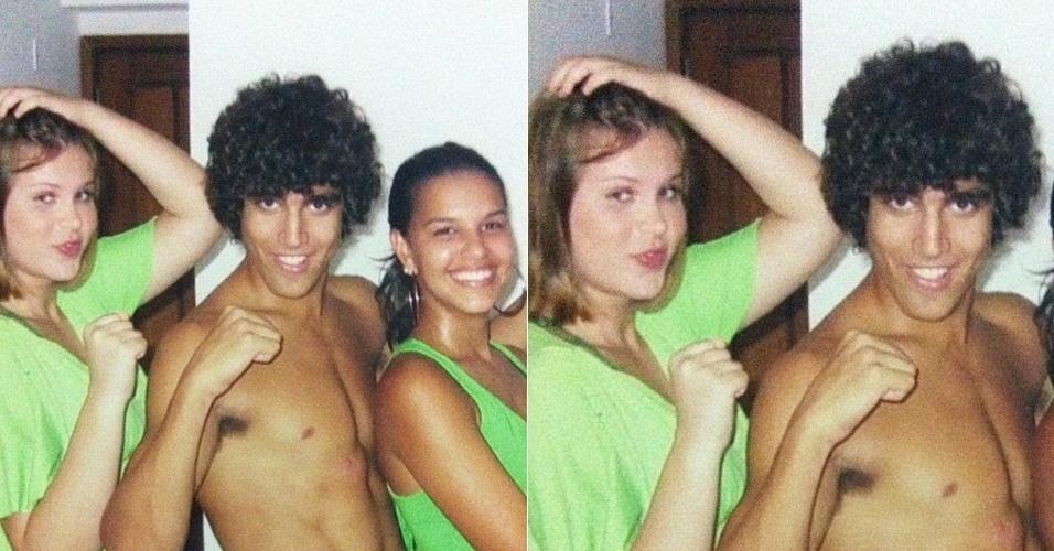 No Twitter, Mariana Rios posta foto ao lado de Carolinie Figueiredo e Caio Castro (13/3/12)