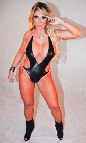 """Sabrina Boing Boing aparece com decote profundo em ensaio sensual para a revista """"Lovers"""", em São Paulo (13/3/12)"""