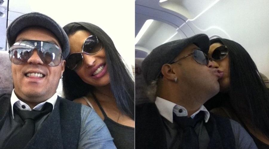 Belo e Gracyanne Barbosa trocam beijos dentro do avião (14/3/2012)