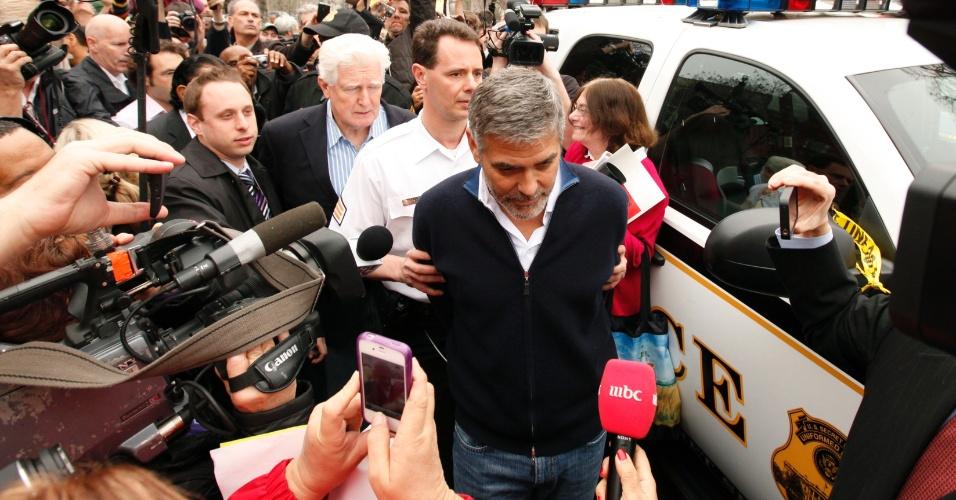 George Clooney é detido ao participar de uma manifestação em frente à embaixada do Sudão em Washington, nos Estados Unidos (16/3/12)