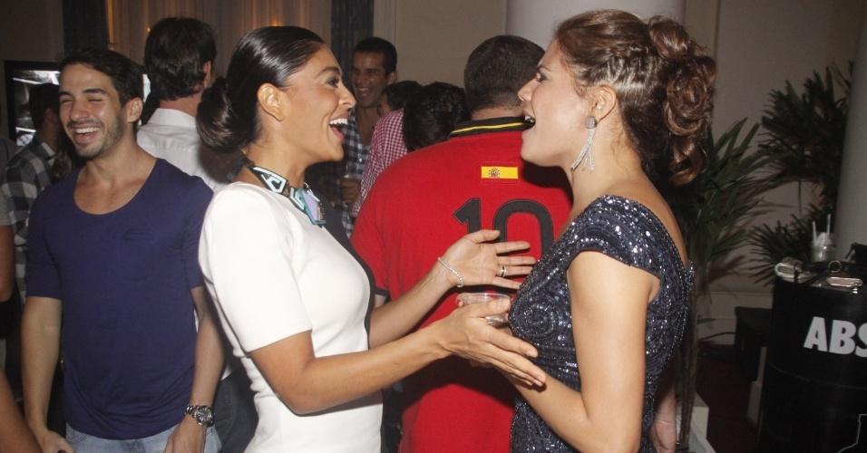 Nívea Stelmann e Juliana Paes na festa de 30 anos da promoter Carol Sampaio, no Copacabana Palace, no Rio de Janeiro (15/3/12)