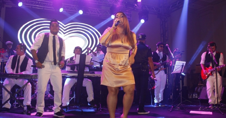 Preta Gil anima os convidados no aniversário de 30 anos da promoter Carol Sampaio no Copacabana Palace, no Rio de Janeiro (15/3/12)