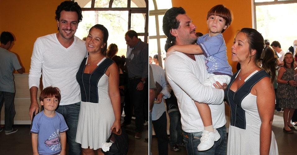 O ator Rodrigo Lombardi mostra novo visual para a peça Dom Juan. O ator levou o filho e a esposa ao Teatro TUCA para assistir a peça infantil