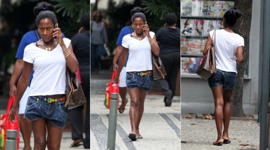 Gloria Maria circula pelo bairro do Leblon, zona sul do Rio (19/3/2012)