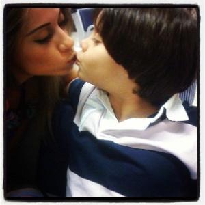 No Twitter, Mayra Cardi posta foto ao lado do filho (19/3/12)