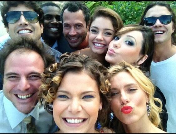 """No Twitter, Milena Toscano posta foto ao lado dos colegas de elenco de """"Fina Estampa"""" (20/3/12)"""