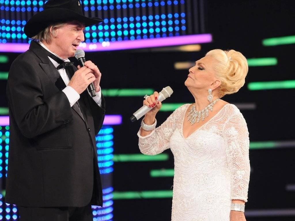Sérgio Reis e Hebe cantam juntos no programa da apresentadora (1/3/11)
