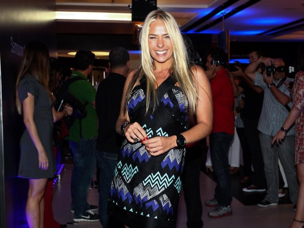 Adriane Galisteu prestigia o lançamento de uma linha computadores no Morumbi Shopping, em São Paulo (21/3/2012)