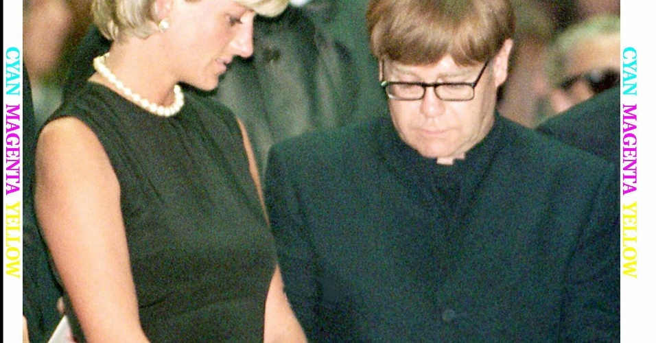 16 A princesa Diana e o cantor Elton John durante missa póstuma em homenagem ao estilista Gianni Versace: Princess Diana and pop star Elton John participate at the Versace memorial mass in Milan Cathedral on July 22, 1997. Princess Diana was killed in a car accident in Paris with her millionaire companion Dodi Al Fayed on August 31. vp/Photo by Stafano Rellandini REUTERS