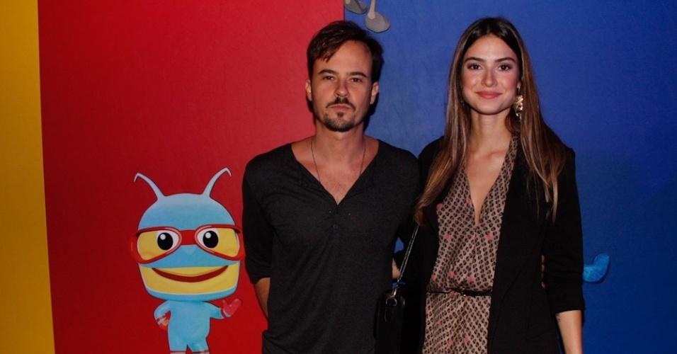 Paulo Vilhena e Thaila Ayala prestigiam evento de marca infantil em São Paulo (22/3/2012)