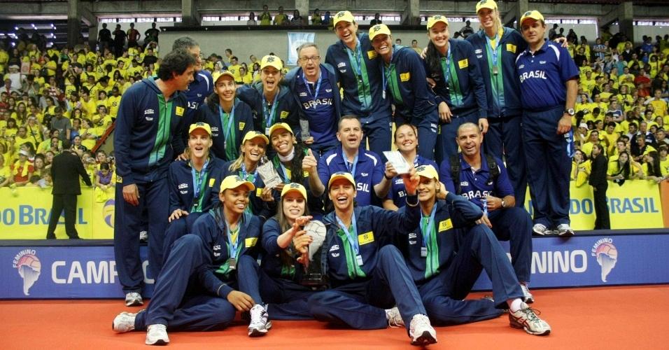 Seleção brasileira feminina de vôlei comemora título do Campeonato Sul-Americano