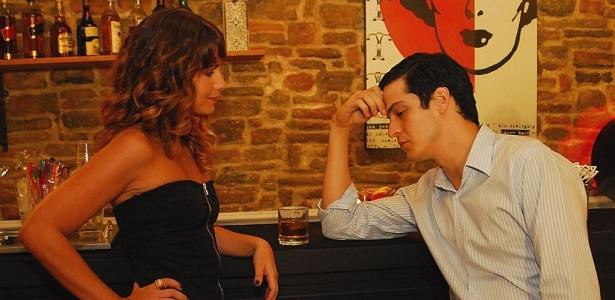 """O envolvimento de Jorge (Mateus Solano) com a garota de programa Myrna (Aline Fanju) na novela """"Viver a Vida"""" se repete com homens na vida real - Divulgação/TV Globo"""