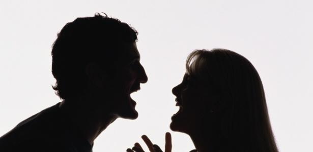 Casal brigando; discussão; falta de comunicação
