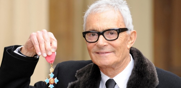 O cabelereiro Vidal Sassoon recebe condecoração do Império Britânico no Buckingham Palace, em Londres  (20/10/2009) - Anthony Devlin/WPA Pool/Getty Images