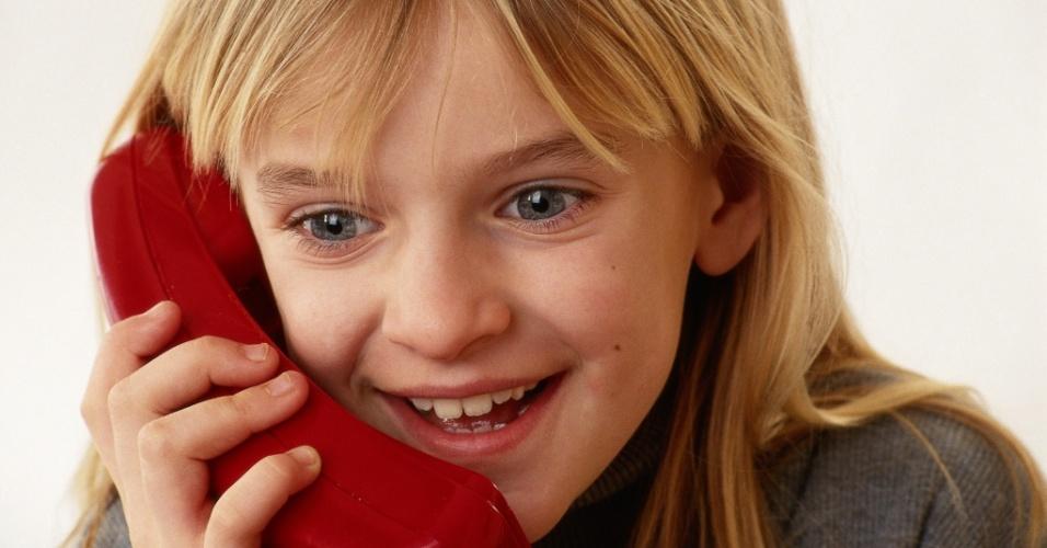 Voz da mãe ao telefone conforta tanto quanto abraço, diz pesquisa