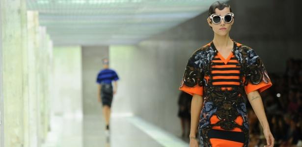 A top dinamarquesa Freja Beha Erichsen desfila look da Prada para o Verão 2011: coleção repleta de listras obteve sucesso de vendas - AFP