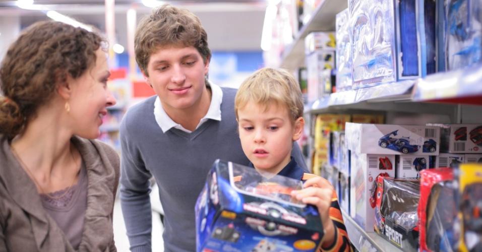 Pais podem aproveitar o Dia das Crianças para iniciar educação financeira