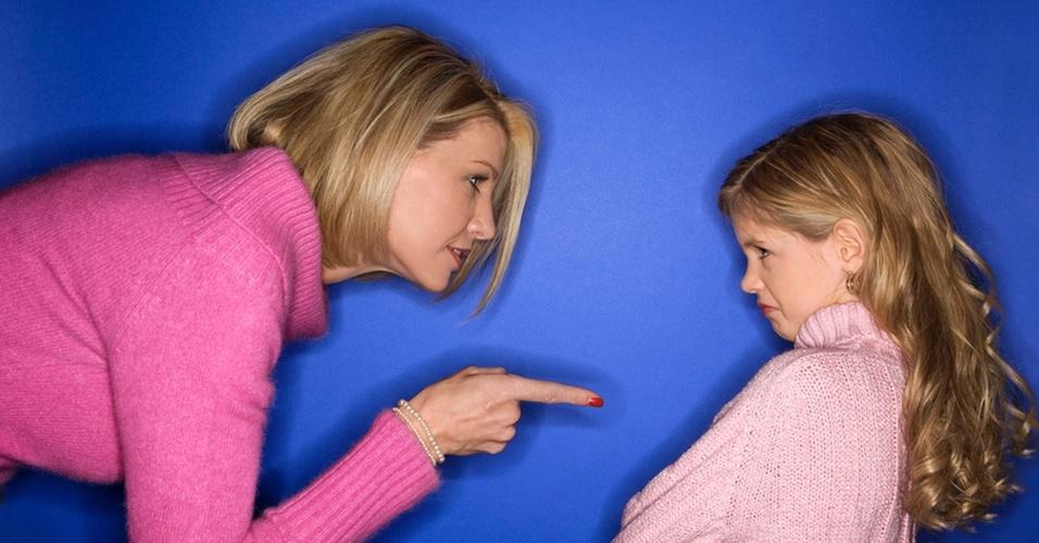 mãe conversando com filha