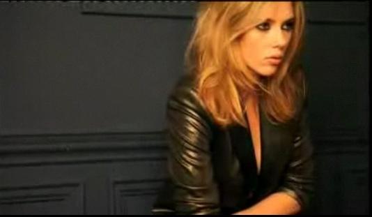 A atriz Scarlett Johansson em