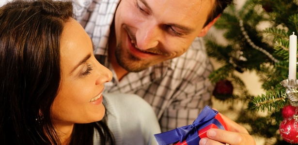 Ao presentear, priorize as pessoas mais próximas, para quem realmente queremos demonstrar afeto - Getty Images/Thinkstock