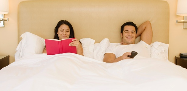 Quarto não é lugar de TV: o aparelho pode comprometer a qualidade do relacionamento - Getty Images