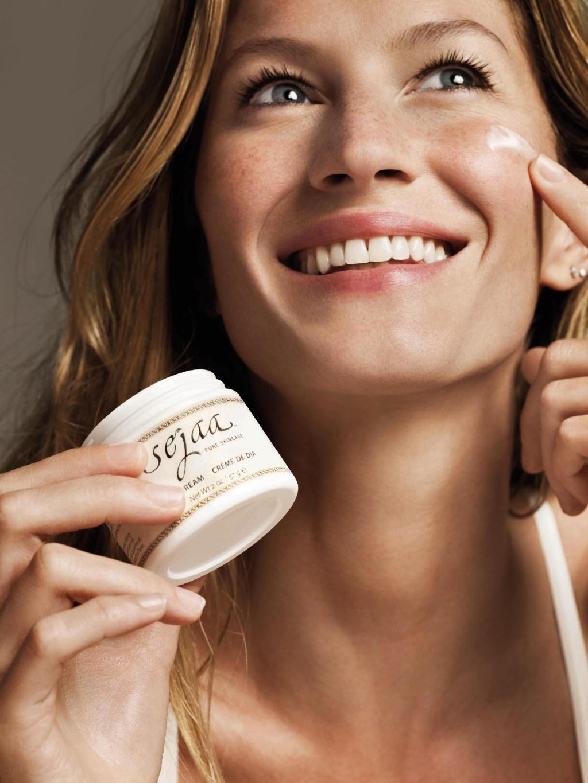Gisele Bündchen na campanha de sua marca de cosméticos naturais, Sejaa Pure Skincare