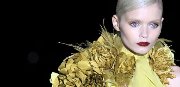 A top australiana Abbey Lee Kershaw desfila look da Gucci para o Inverno 2011 em Milão (23/02/2011) - Reuters