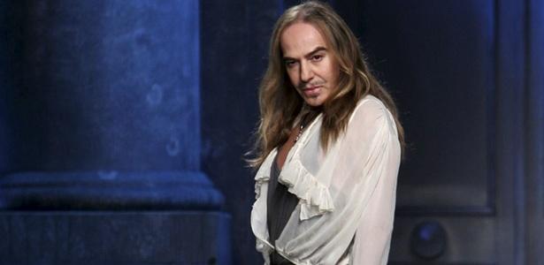 John Galliano após desfile na semana de moda de Paris em março de 2010; o estilista foi demitido da Dior após acusações de antissemitismo - EFE