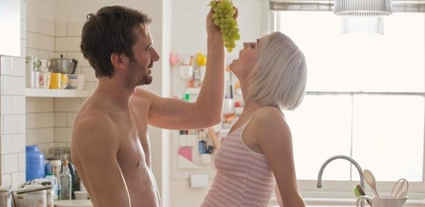 A frequência de beijos e carinhos é um indicador preciso da felicidade masculina - ThinkStock