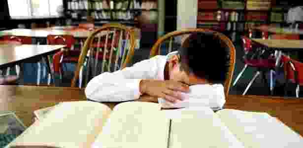 Segundo os autores, isso acontece porque poucas horas de sono podem afetar os ritmos naturais do corpo - Thinkstock