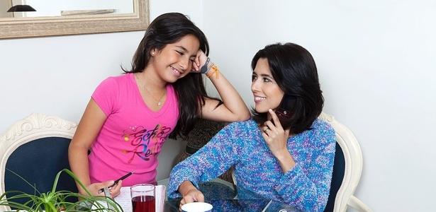 Tatiane Zeitulian (dir.), com a filha de 11 anos. Dividindo tarefas, a mãe conseguiu equilibrar a rotina familiar - Arquivo pessoal