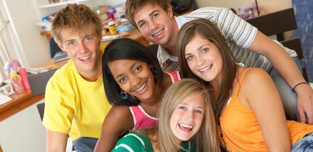 Na adolescência, há um afastamento natural, para que os filhos possam testar sua autonomia - Thinkstock