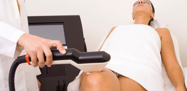 Aparelhos ajudam no combate à celulite e à gordura localizada; redução de medidas é mais evidente em pessoas com pouco sobrepeso - Getty Images/Thinkstock