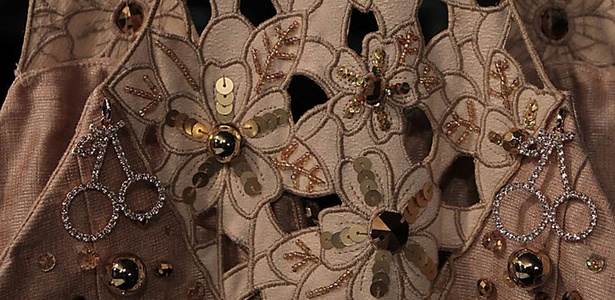 Detalhe de vestido do estilista Kallil Nepomuceno apresentado no Dragão Fashion Brasil 2011 (14/04/2011) - Jarbas Oliveira/UOL