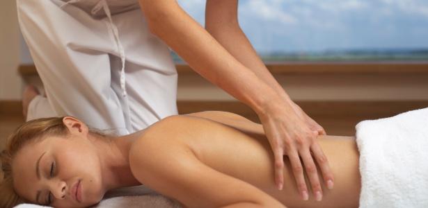 Pacotes de massagens estão entre as ofertas de beleza mais frequentes em sites de compras coletivas - Getty Images/Thinkstock