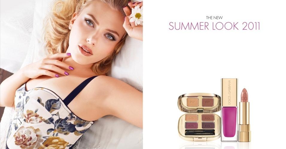 Abril: Scarlett Johansson posou mais uma vez para a campanha de maquiagens da Dolce & Gabbana. A coleção de verão 2011 (hemisfério norte), criada em parceria com a top maquiadora Pat McGrath, foi intitulada